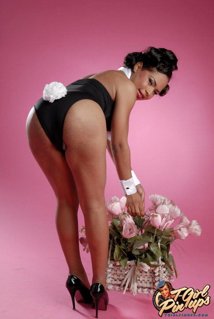Attractive Ebony Ladyboy Nody Nadia Exposing Her Pretty Hole