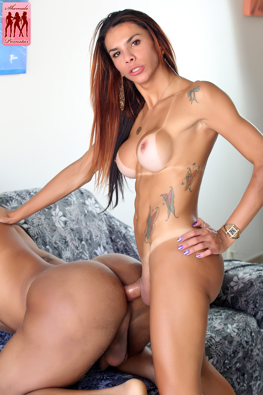 Flip Nailing Fun With Fernanda