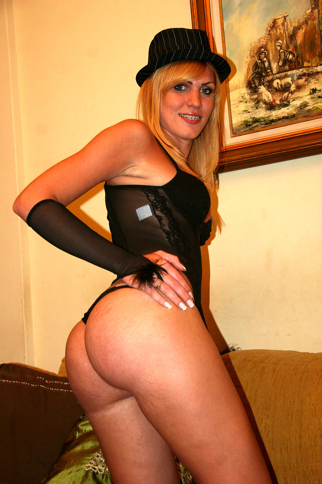 Flirtatious Blonde T-Girl Kananda Hickman Destroys Latina Babe On Cou
