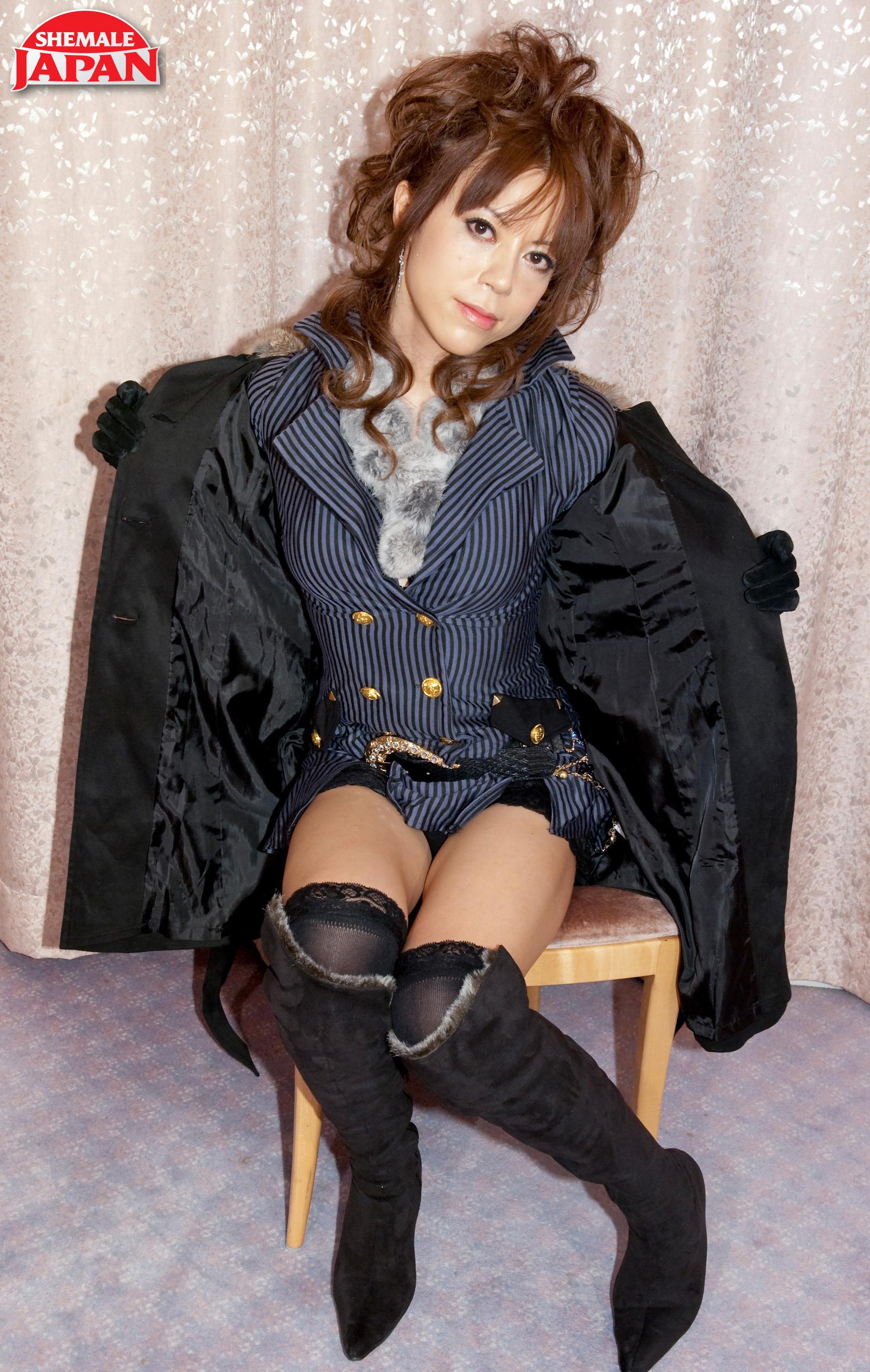 Flirtatious Seira Mikami!