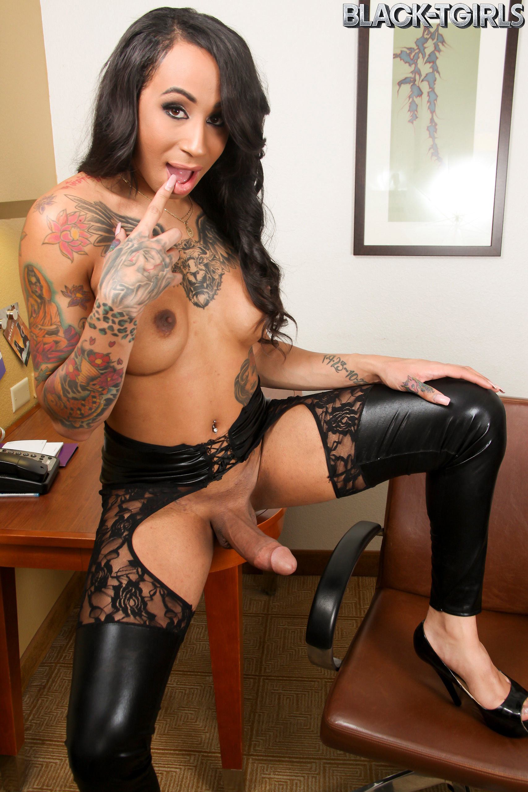 Hungry Honey Foxxx Is Back! This Provoking Transgirl Has A Smoking