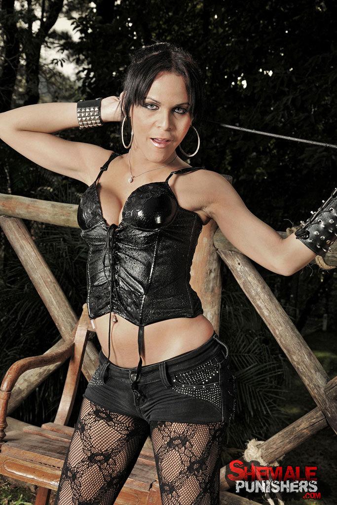 Kinky T-Girl Dommes Destroy A Slave: Juliana, Nicoly, Vivi.