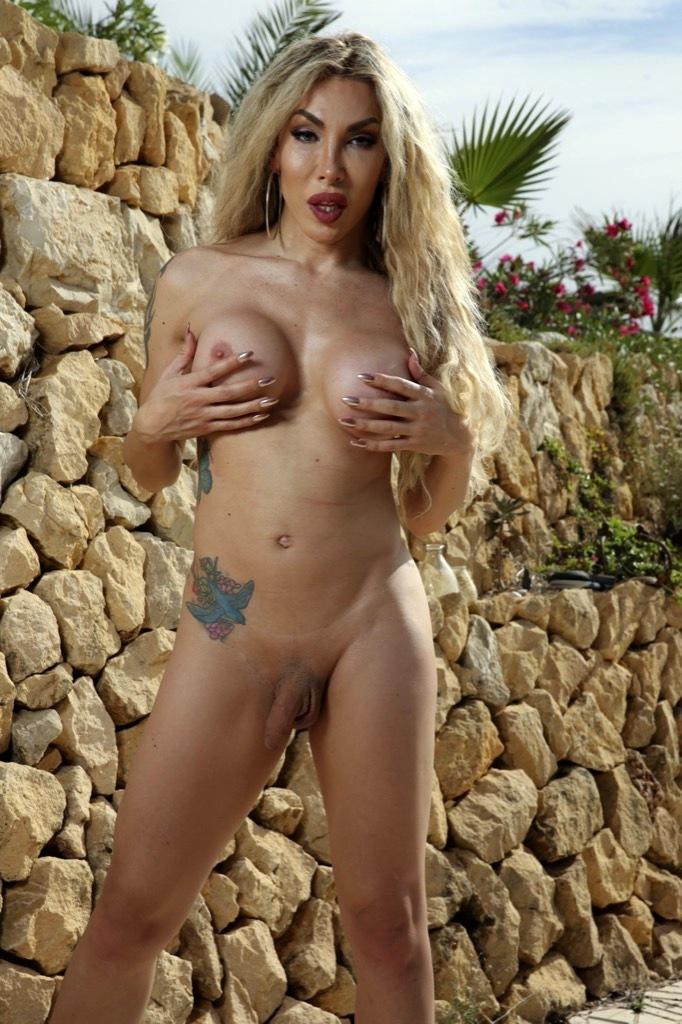 Kissable Eva Naked And Filthy Again