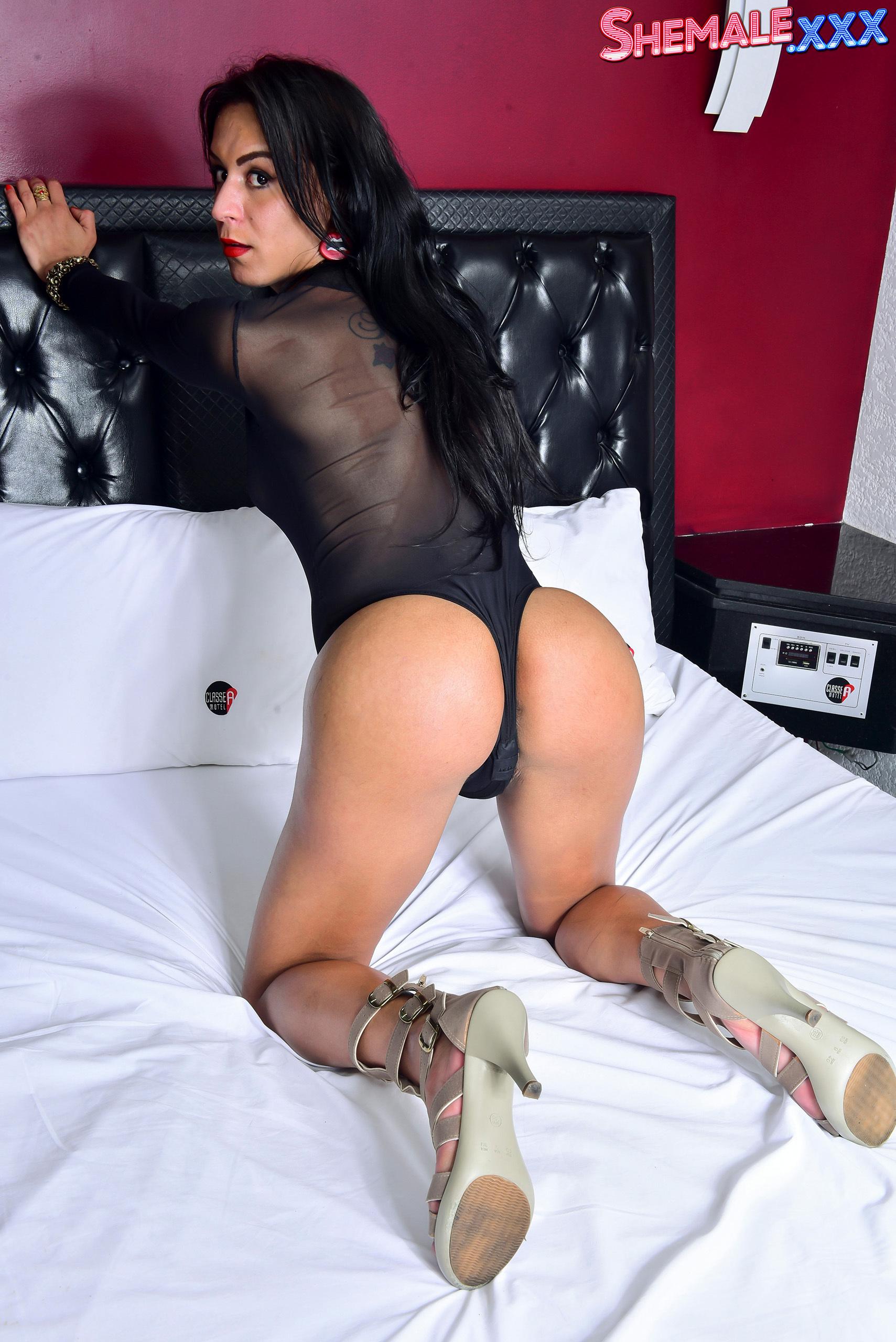 Larissa Stroke's On The Bed!