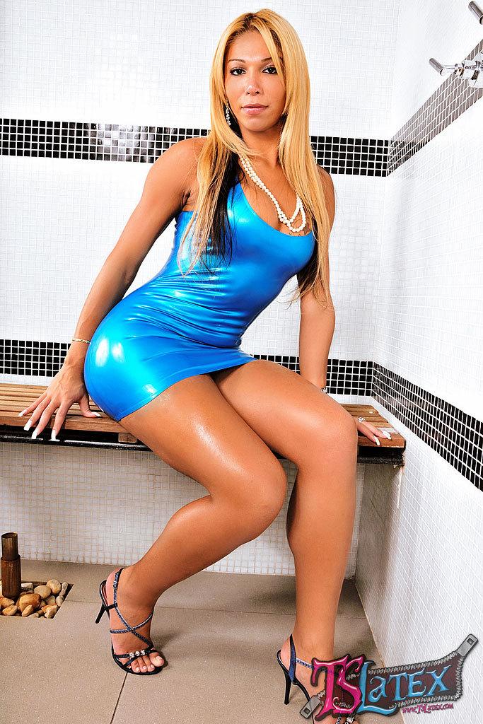 Lovely Blonde Tgirl Vivian Porto