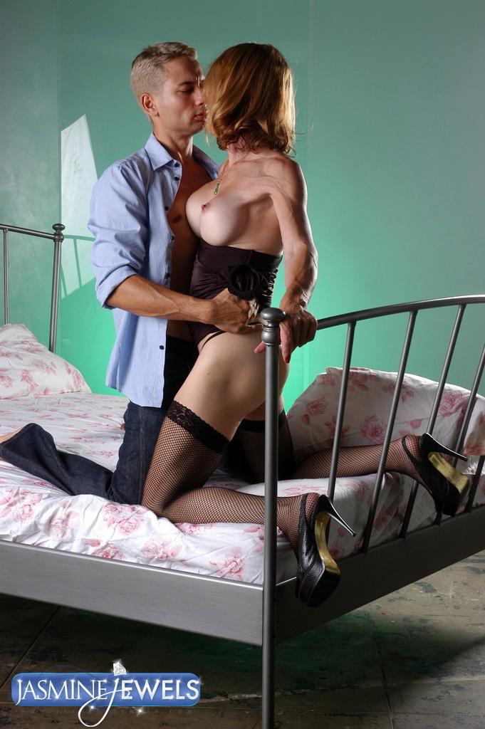 Nice Mature Tranny Jasmine Having Her Birthday Sex