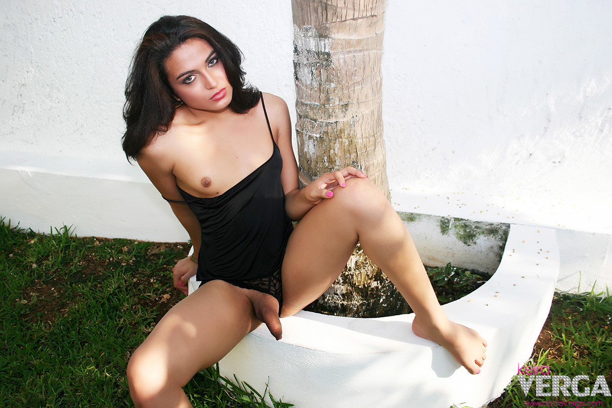 Seductive Babe Ladyboy With A Provoking Ass-Hole