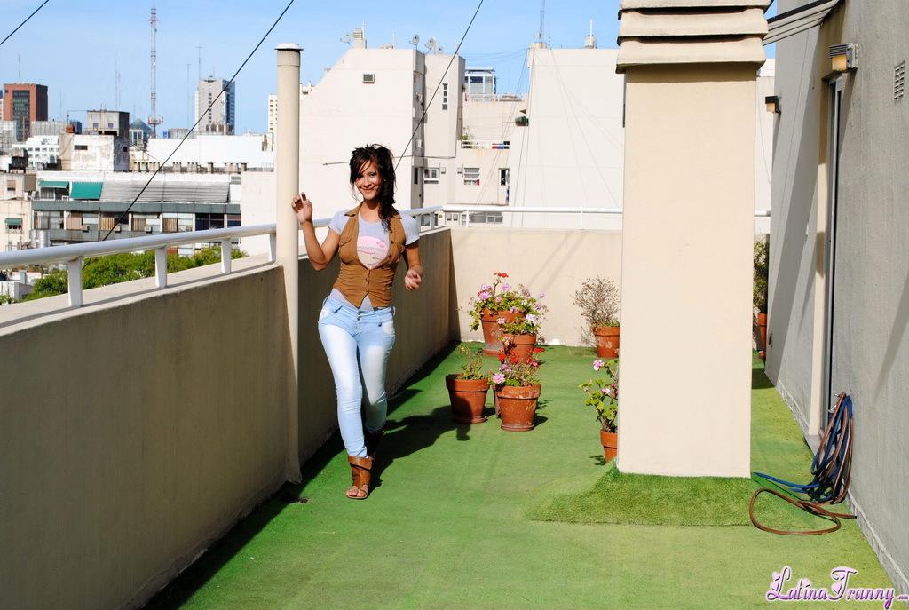 T-Girl Agostina Balcony