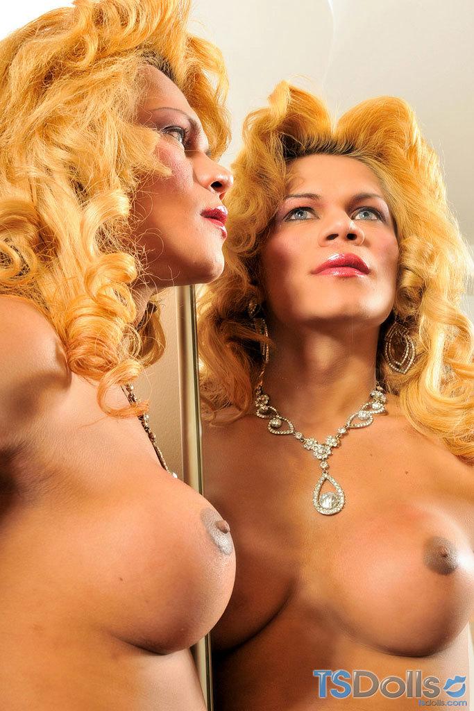 Tranny Mel Pinheiro Makes Her Cock Jizz