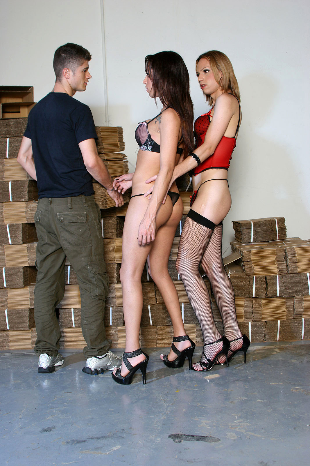 Tranny Warehouse Workers Alessandra Leite And Carol Vendrom