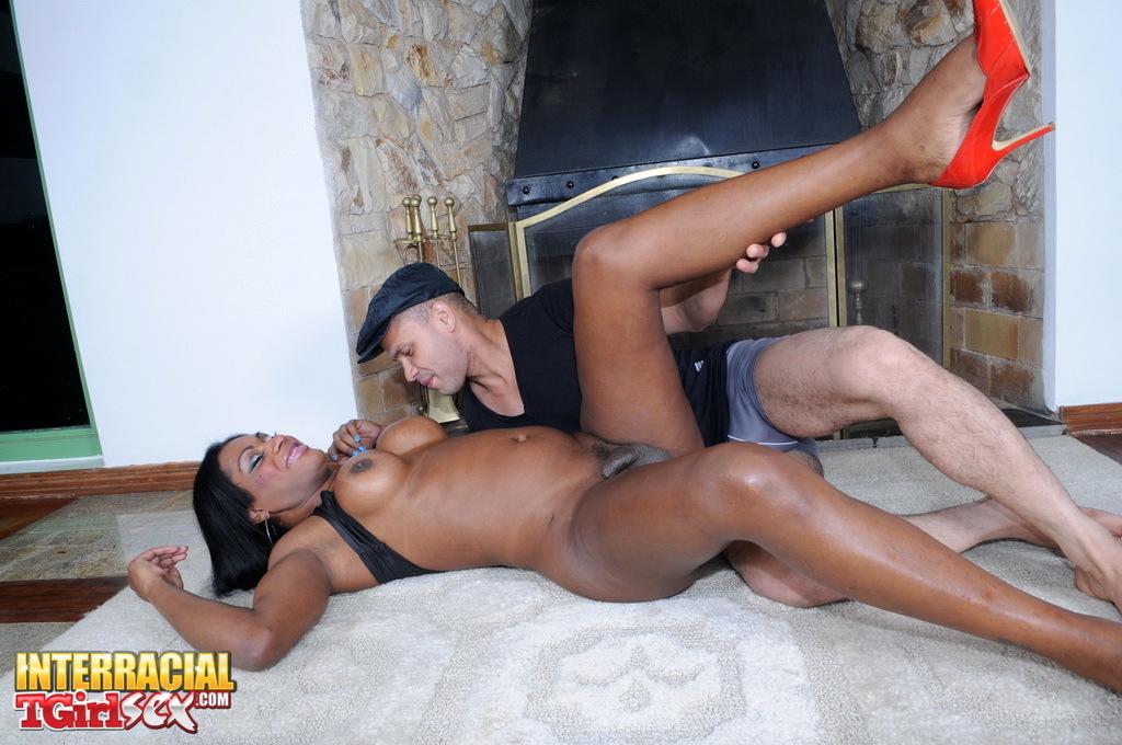 Yummy Black Tranny Andreia Getting Smashed Raw
